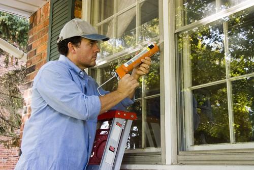 Caulk Windows to Fix Leaks in Windows Blue Springs Siding & Windows